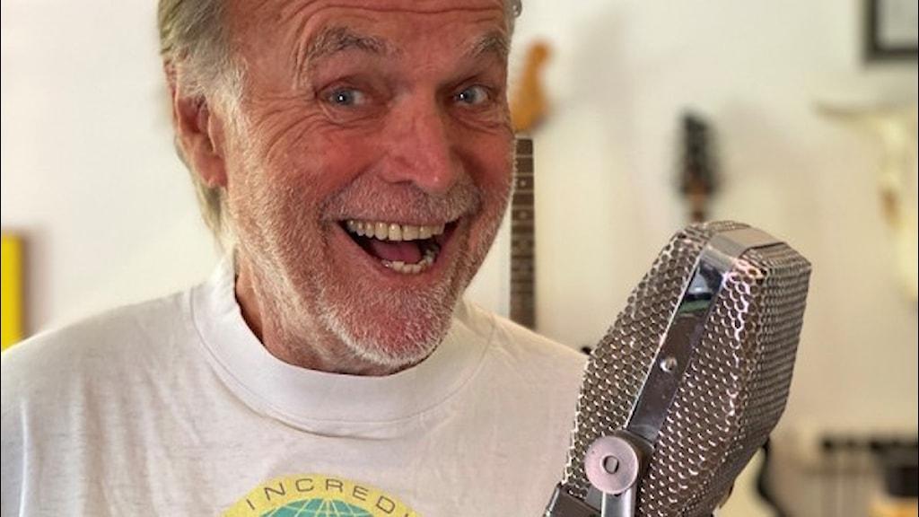 Claes af Geijerstam (Clabbe) kommer att reprisera Rakt över disc i den digitala kanalen P4 Plus med start den 8 oktober kl. 17.00-18.00 och 14 fredagar framåt. Foto: Henrik Olsson/Sveriges Radio