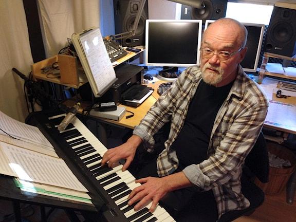 Bengt Ernryd i sin hemmastudio