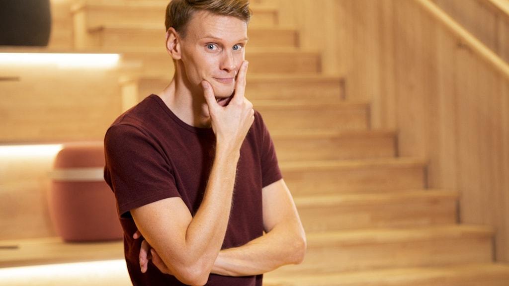 Programledare för riksfinalen av Vi i femman 2021 är Kristoffer Fransson.