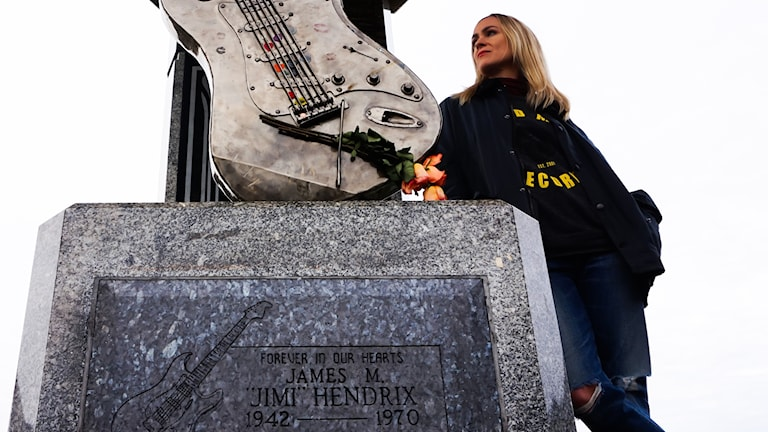 Josephine Forsman vid Jimi Hendrix Memorial