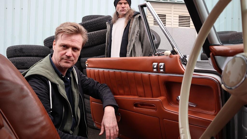 Kenneth Tonef och Bobbo Krull i Bil i P4 sitter i en bil.