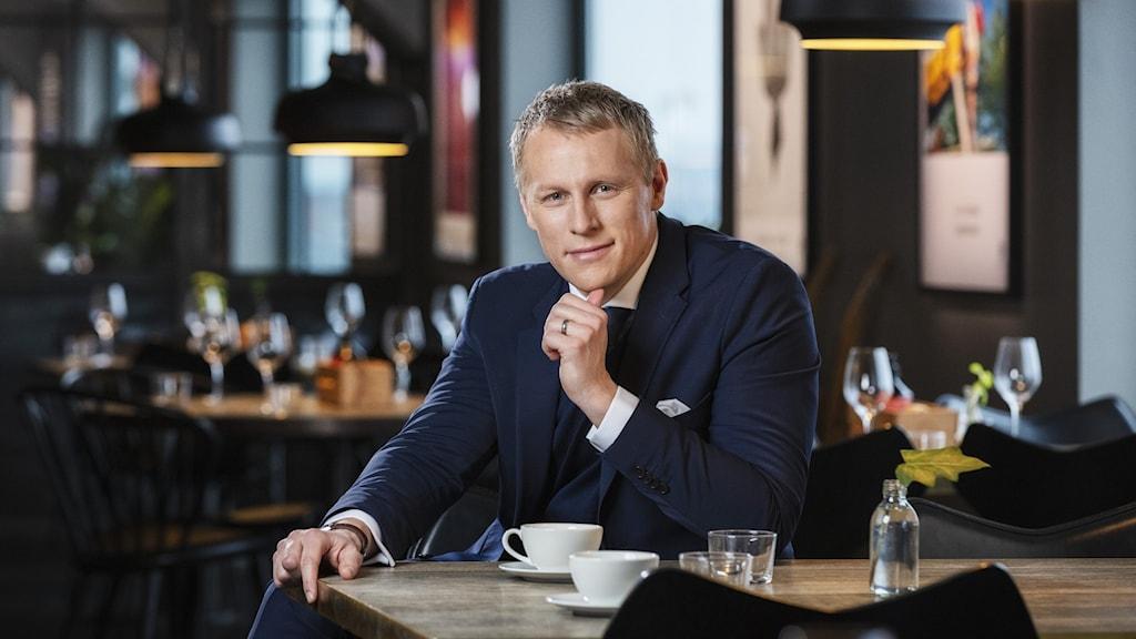 Richard Henriksson, Radiosportens fotbollsexpert, leder podden Matchen där varje avsnitt behandlar en enskild fotbollsmatch utvald och berättad av profilen själv. Foto: Mattias Ahlm/Sveriges Radio
