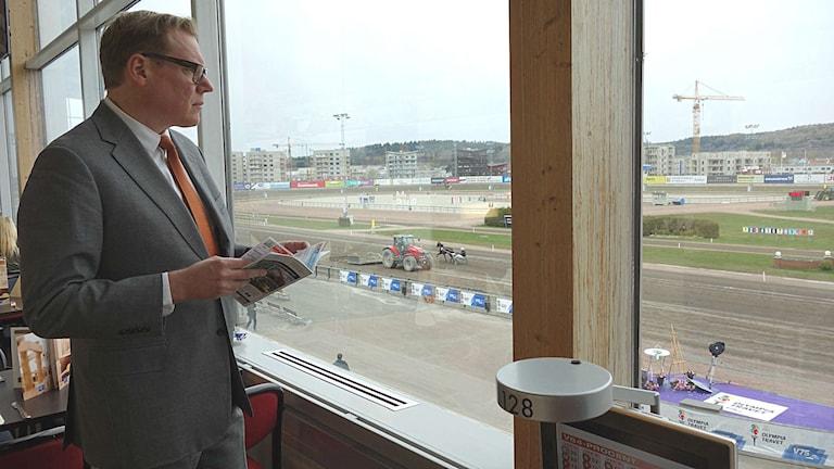 Travspelaren Anders Ström är en av alla som har flyttat sitt spelbolag till Malta. Foto: Måns Mosesson/Sveriges Radio
