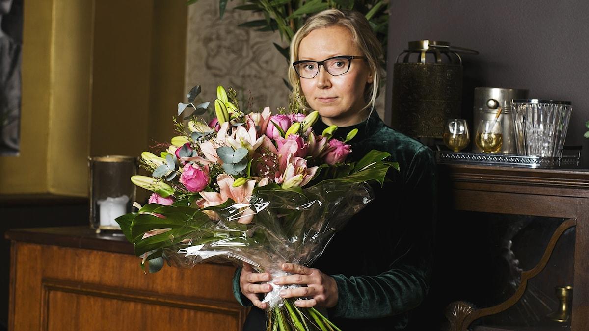 """Catharina Gripenbergs """"Handbok att bära till en dräkt"""" tilldelas Sveriges Radios lyrikpris 2016. Foto: Jannie Flodman/Sveriges Radio"""