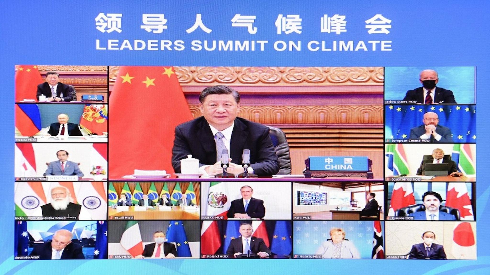 En dataskärm med världsledare som deltar i ett stor digitalt möte