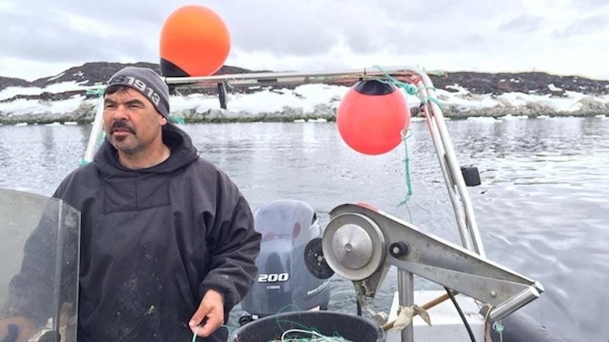 Ringo har fiskat utanför Ilulissat i 25 år och kan vittna om stora förändringar. Foto: Samuel Larsson/Sveriges Radio