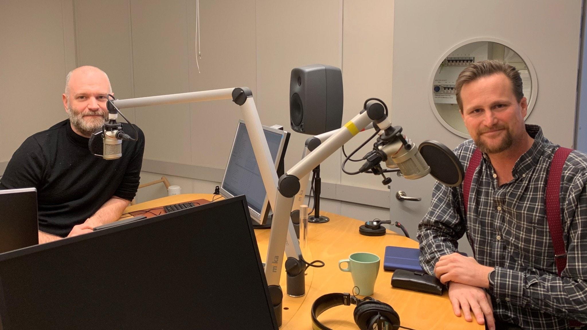 Danmarkkorrespondent David Rasmusson och Carl-Johan Sonesson (M), regionstyrelseordförande i Skåne.