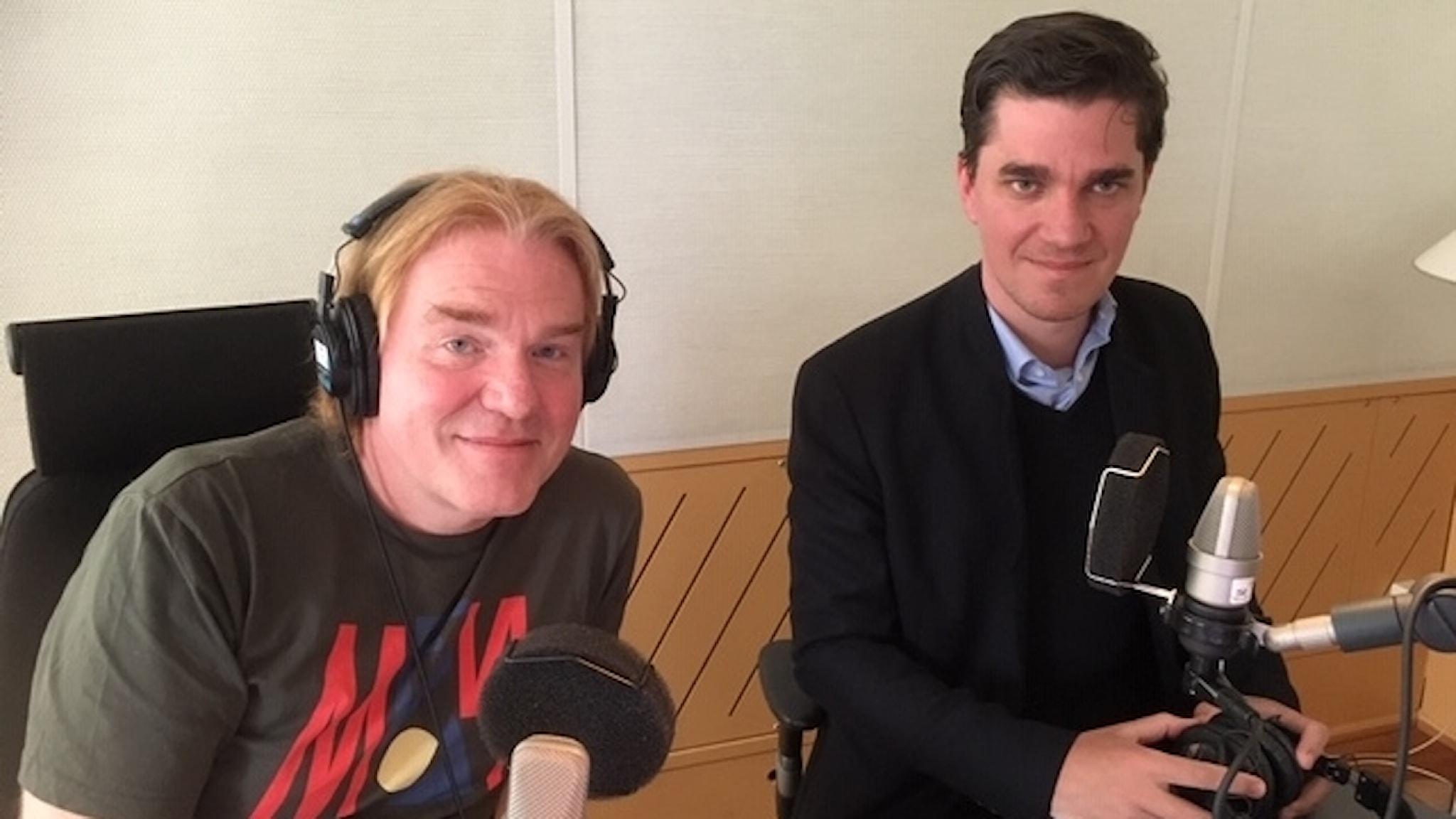 SR:s Rysslandskorrespondent Jesper Lindau i studion med Martin Kragh chef för Rysslands- och Euroasienprogrammet vid Utrikespolitiska Institutet.