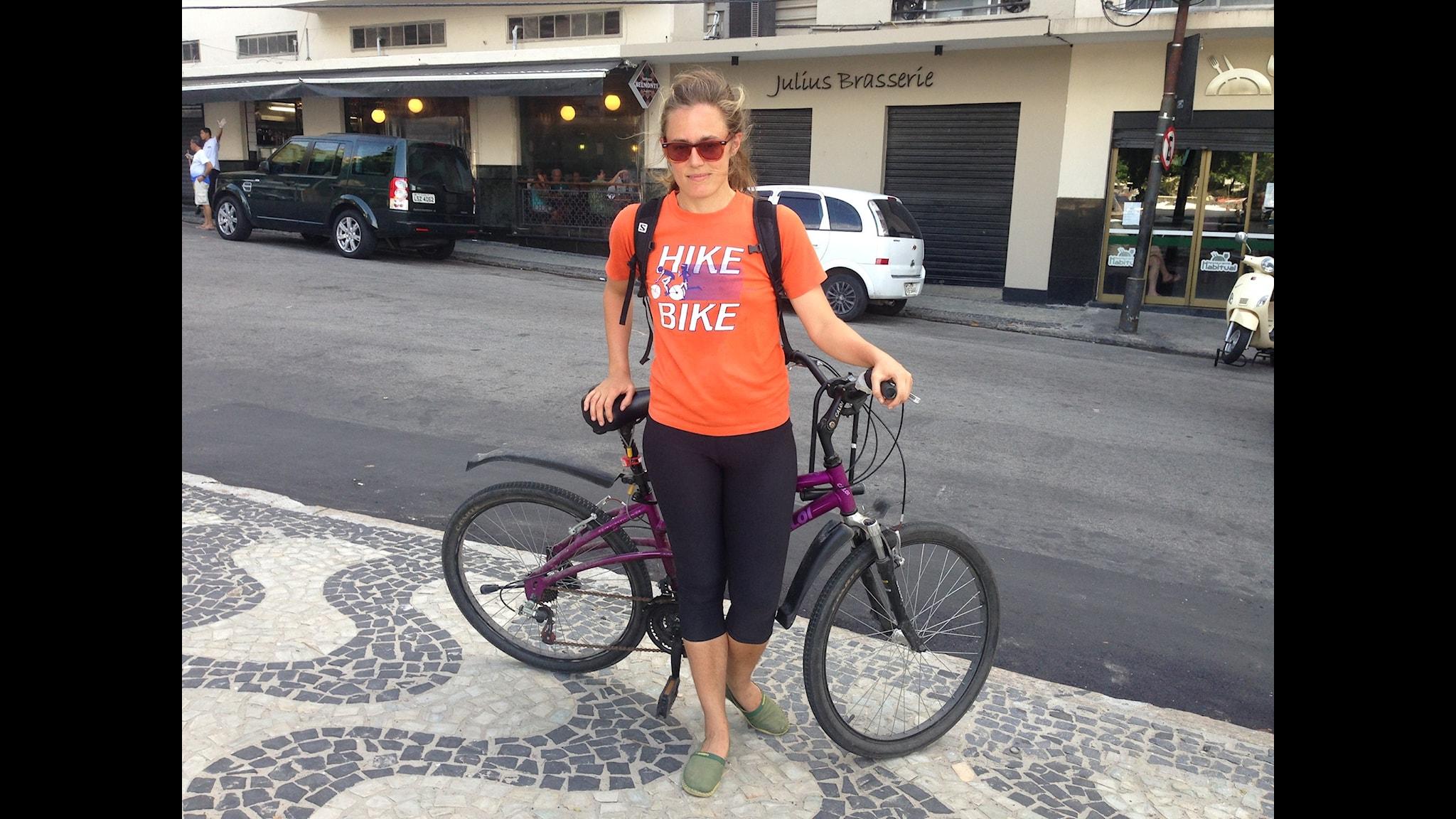Lotten på cykel