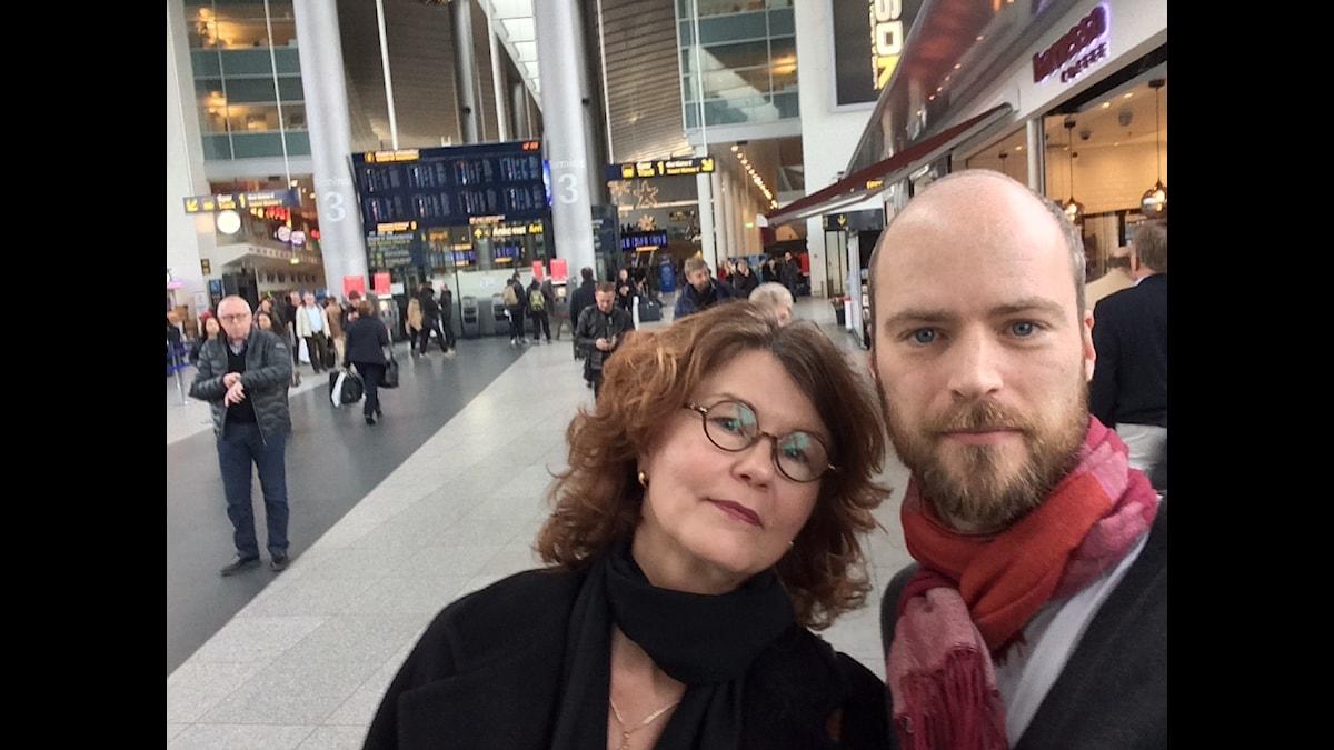 Samuel Larsson, Sveriges Radios utsända i Danmark tillsammans med Heidi Avellan, politisk chefredaktör på Sydsvenskan och Helsingborgs Dagblad.