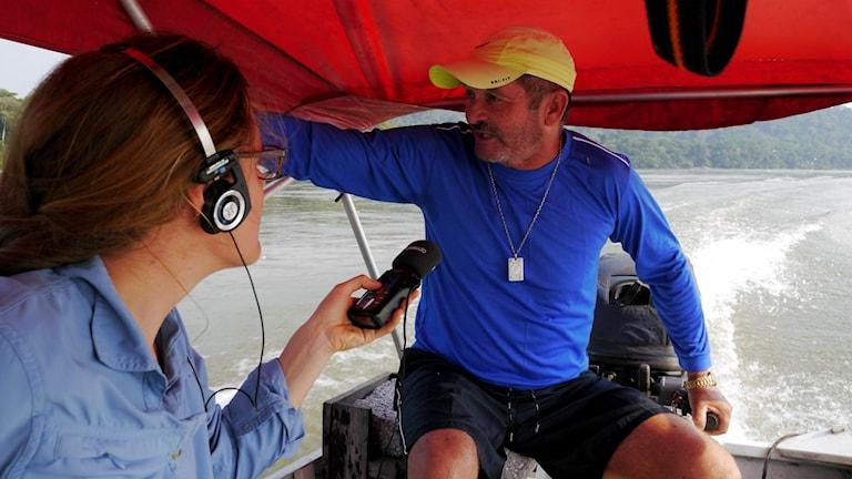 Sveriges Radios Latinamerikakorrespondent Lotten Collin intervjuar fiskaren och båtkaptenen Placido Campos