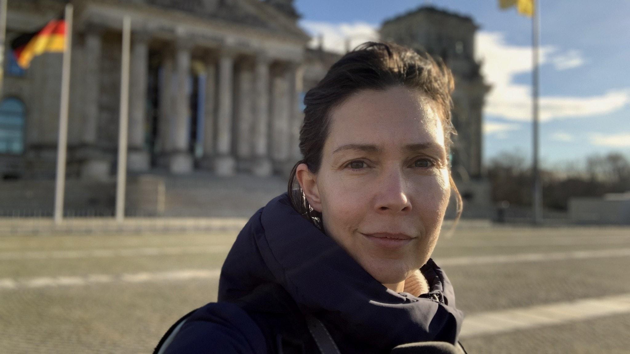 Caroline Salzinger framför Förbundsdagen.