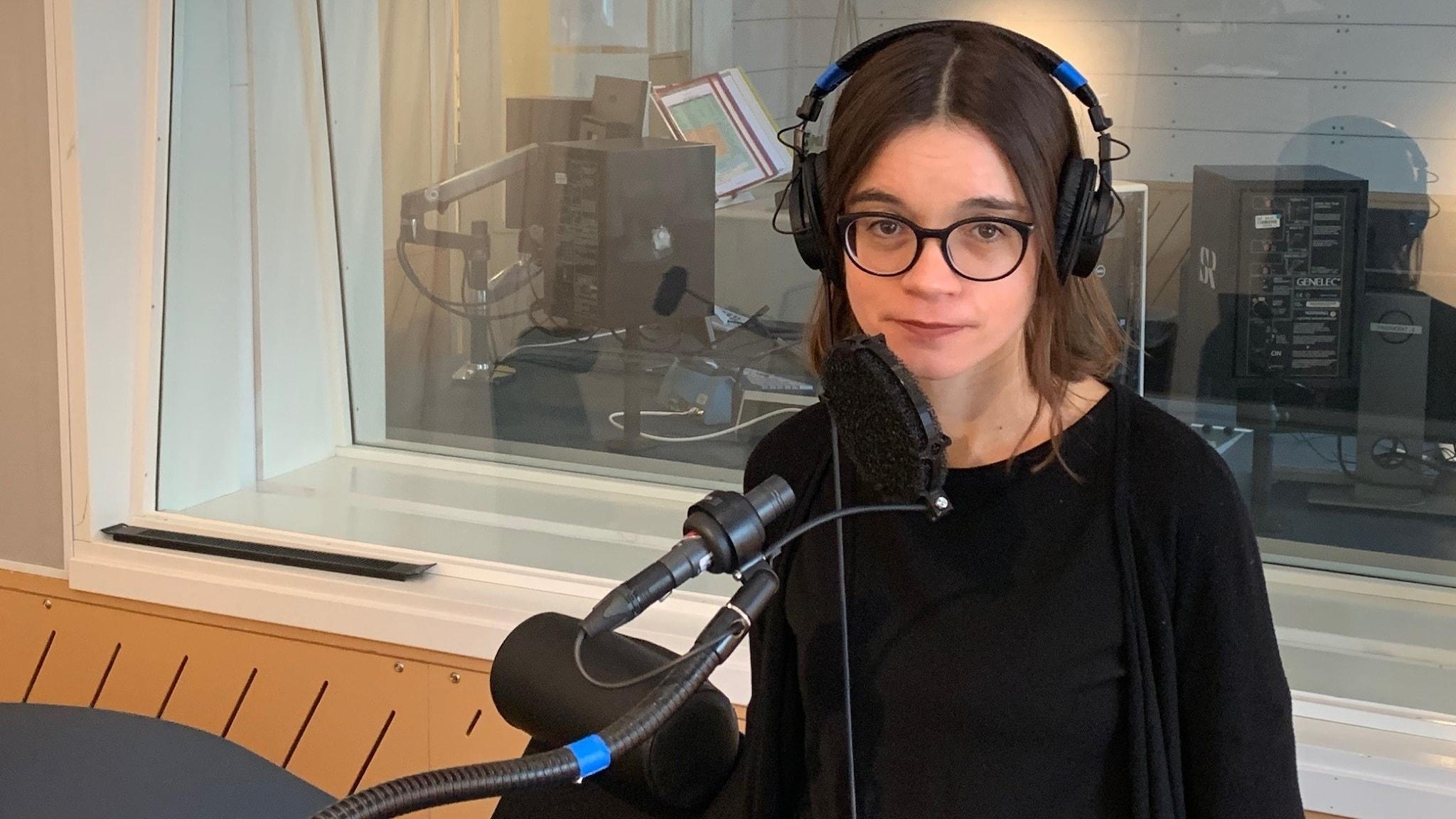 Johanna Melén i en studio