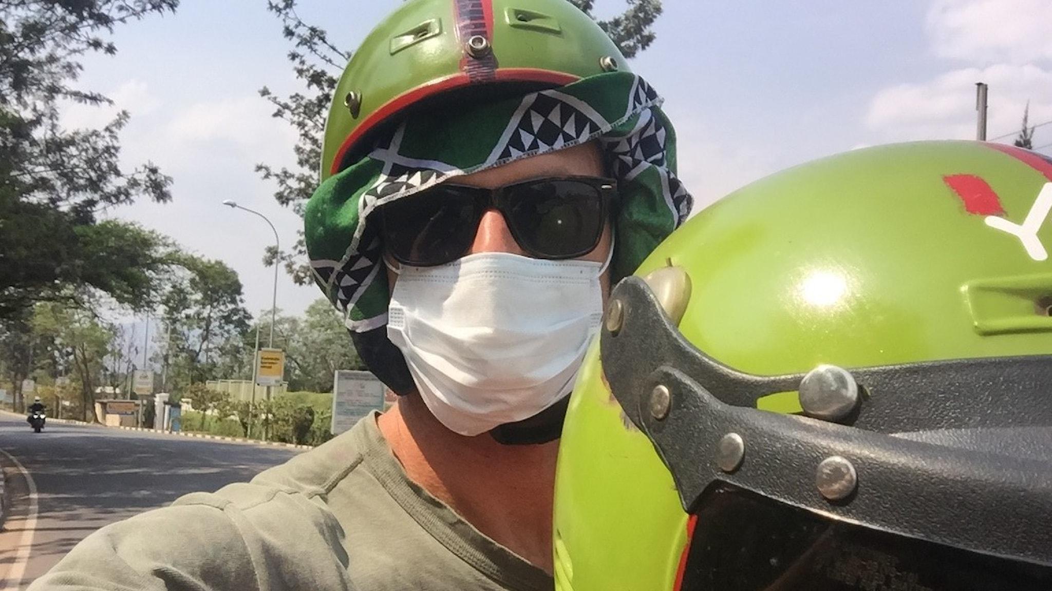 Richard Myrenberg på motorcykel