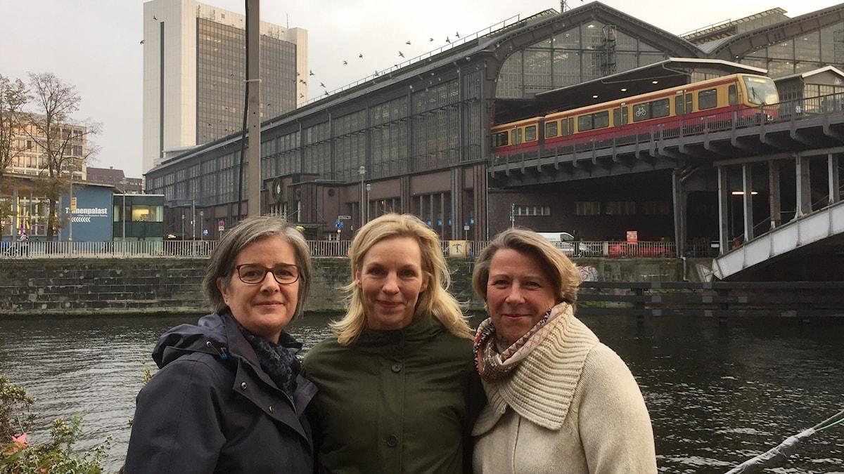 Berlin Friedrichstrasse var länge ökänd gränsövergång mellan Öst- och Västberlin. I veckans program samtalar Daniela Marquardt med Wiebke Ankersen och Lotta Lundberg om historia och traditioner som ligger i vägen för kvinnor i näringslivet.