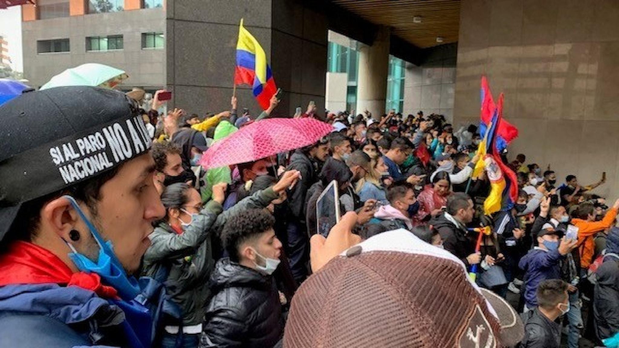 Gatuprotest i Bogotá, huvudstad i Colombia.