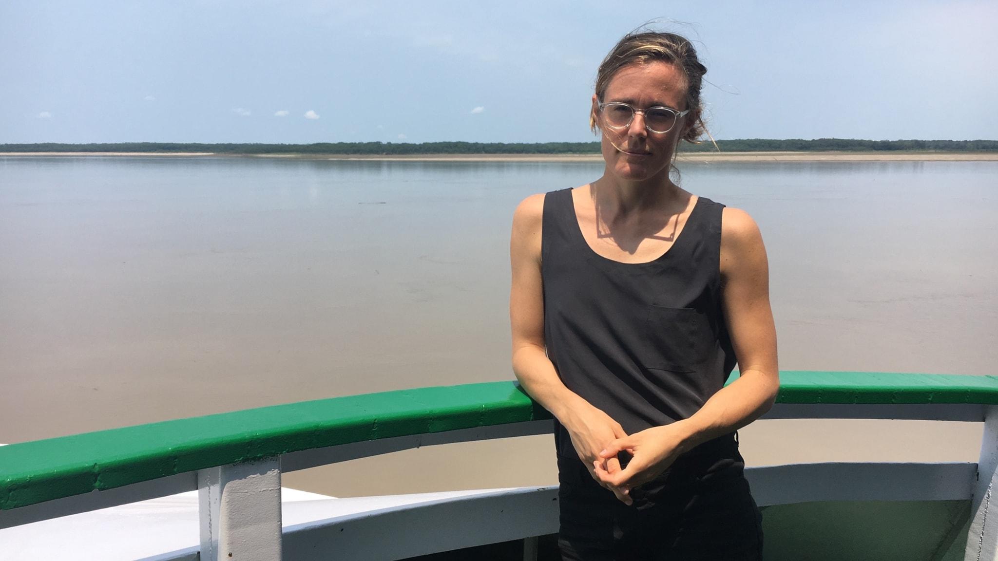 Sveriges Radios Latinamerikakorrespondent Lotten Collin reste längs Amazonasfloden för att skildra vardagen i klimatförändringarnas spår.