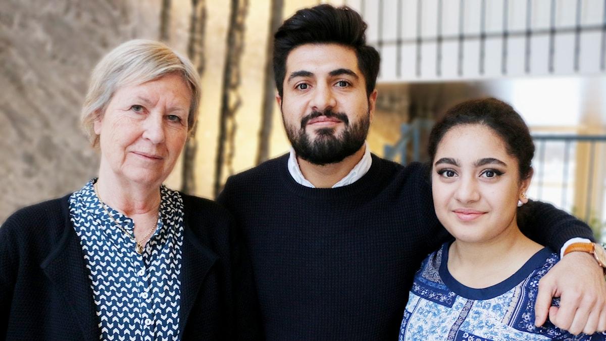 Agneta Ramberg, Hewa Abdelzadeh och Hewas lillasyster Narin Abdelzadeh.