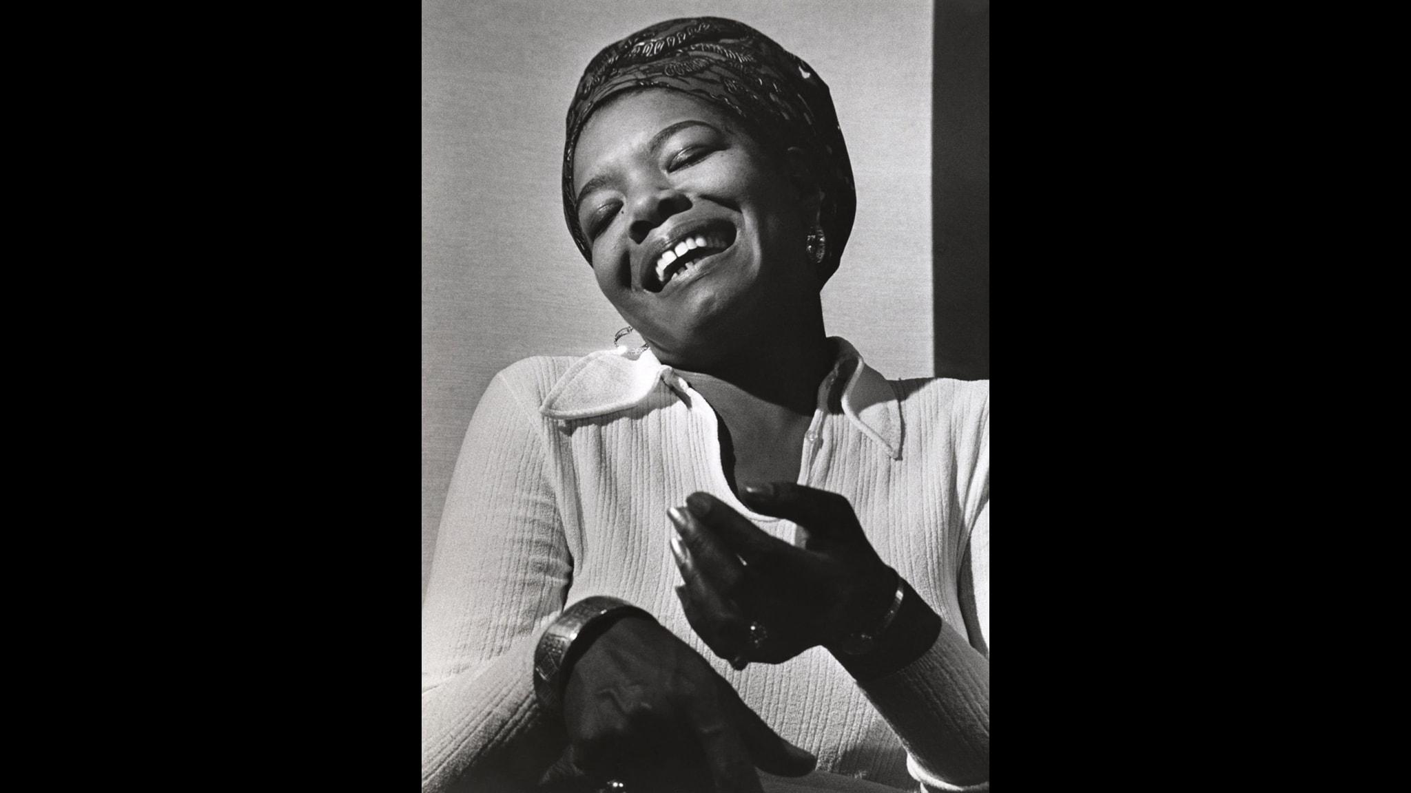 Maya Angelou sjöng Clara i operan Porgy and Bess i Europa 1952.
