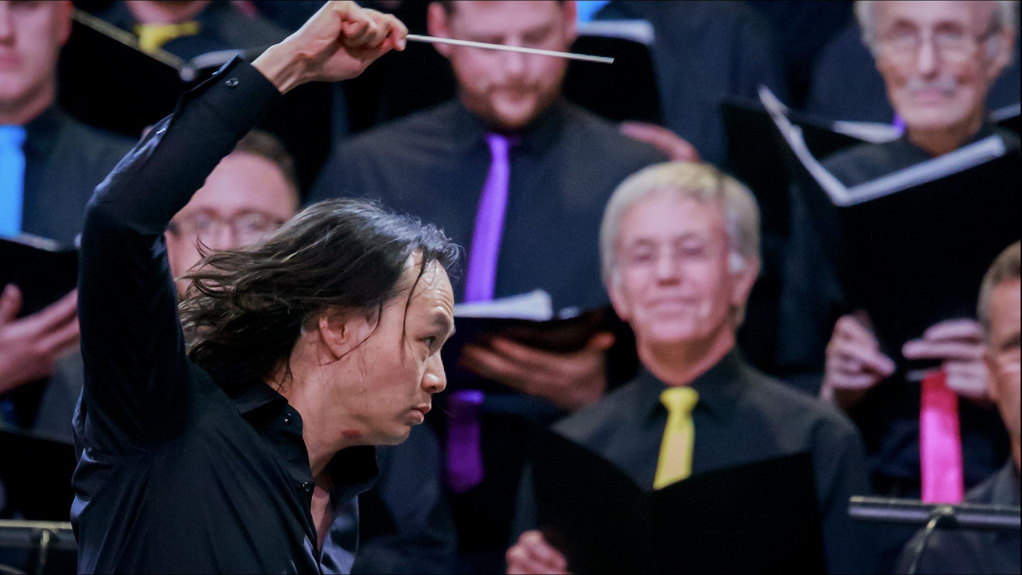 Christopher Tin dirigerar Welsh National Opera Foto: AlanPotts