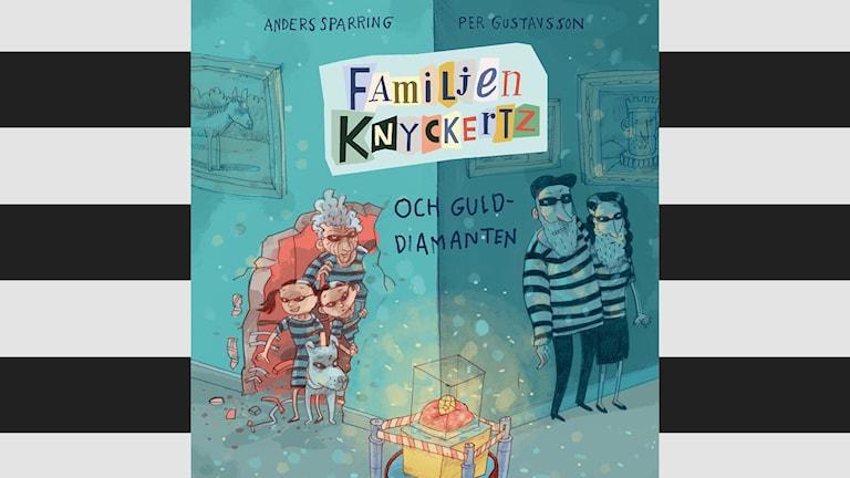Bokomslag där Familjen Knyckertz är klädda som tjuvar och smyger på gulddiamanten.