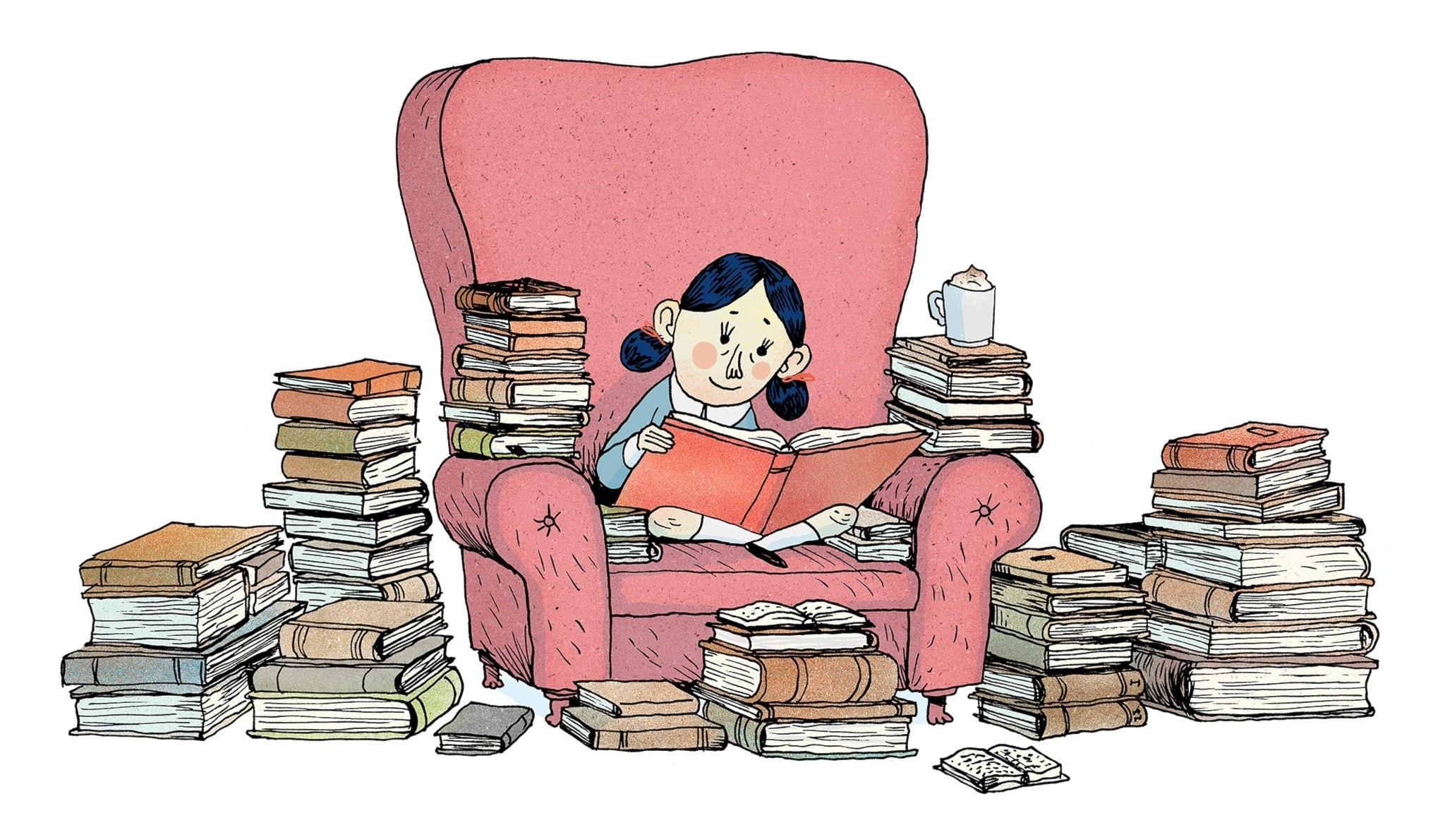 Matilda sitter i i en mysig fåtölj och läser en massa böcker. Hon har det bra. Bild: Erik Svetoft
