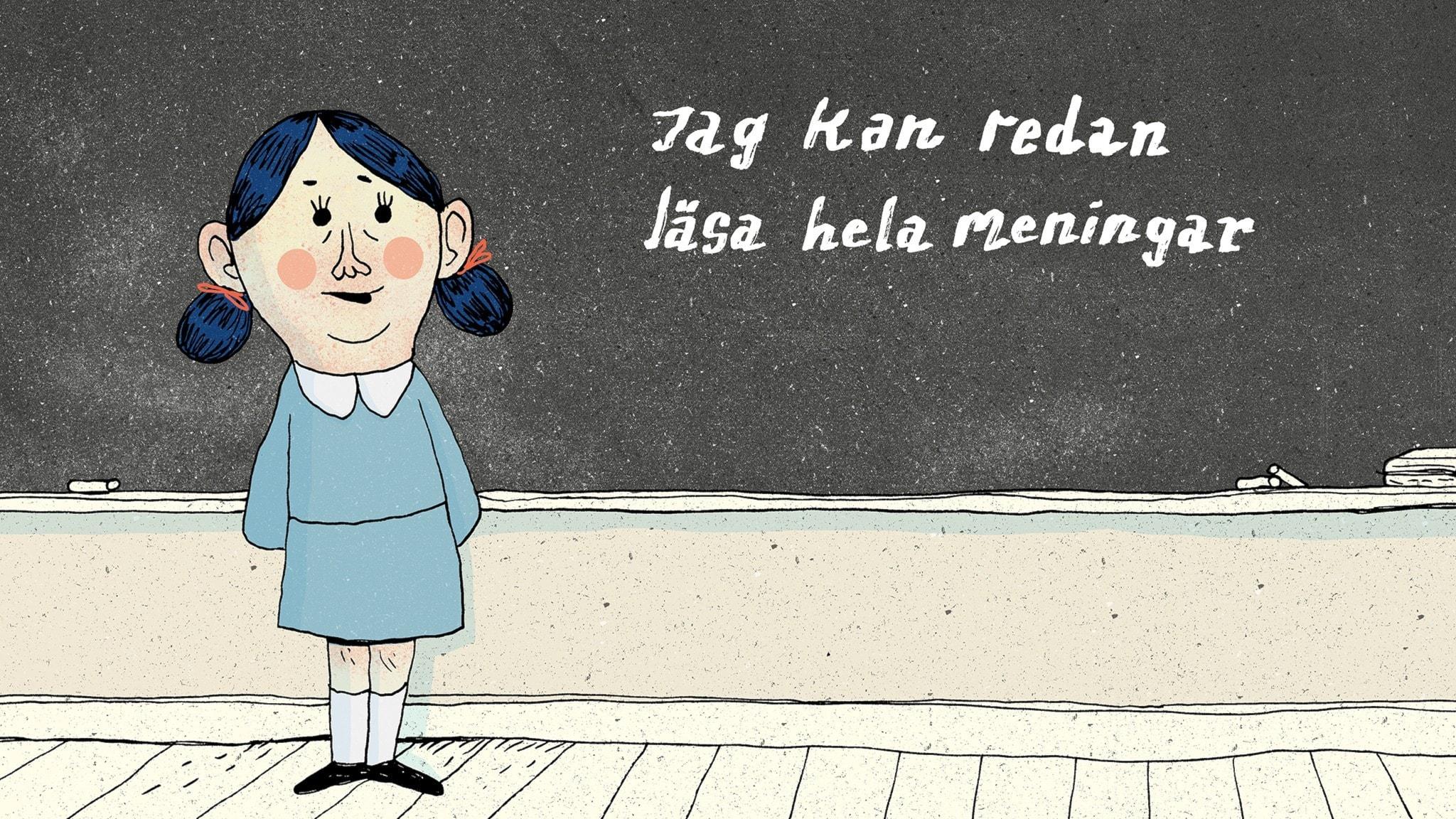 """Matilda står längst fram i klassrummet och läser en mening där det står """"Jag kan redan läsa hela meningar"""". Bild: Erik Svetoft"""