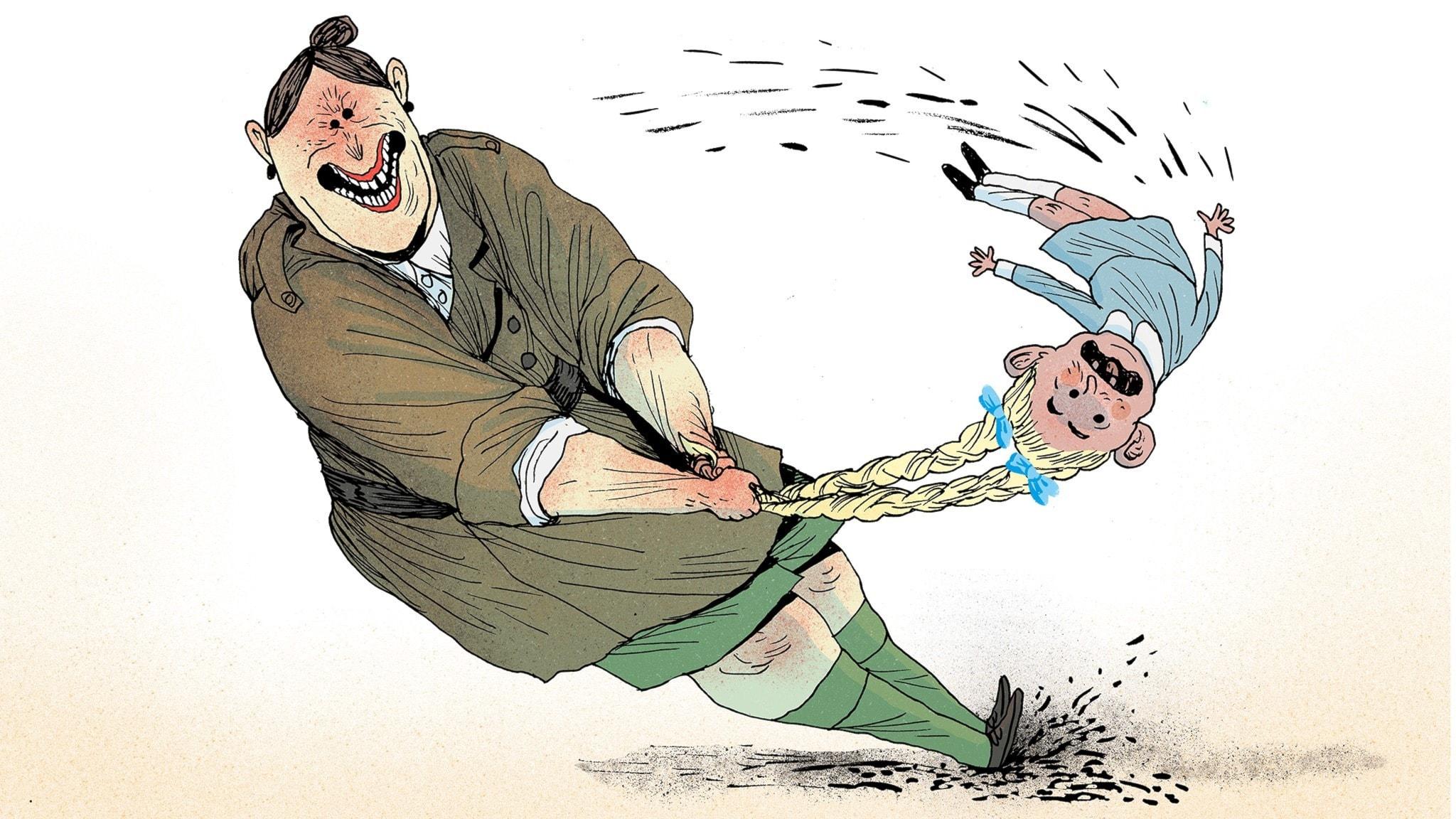 Fröken Domderasson kastar slägga med en liten flicka som har långa ljusa flätor. Hon håller flickan i håret och svänger henne runt, runt. Bild: Erik Svetoft