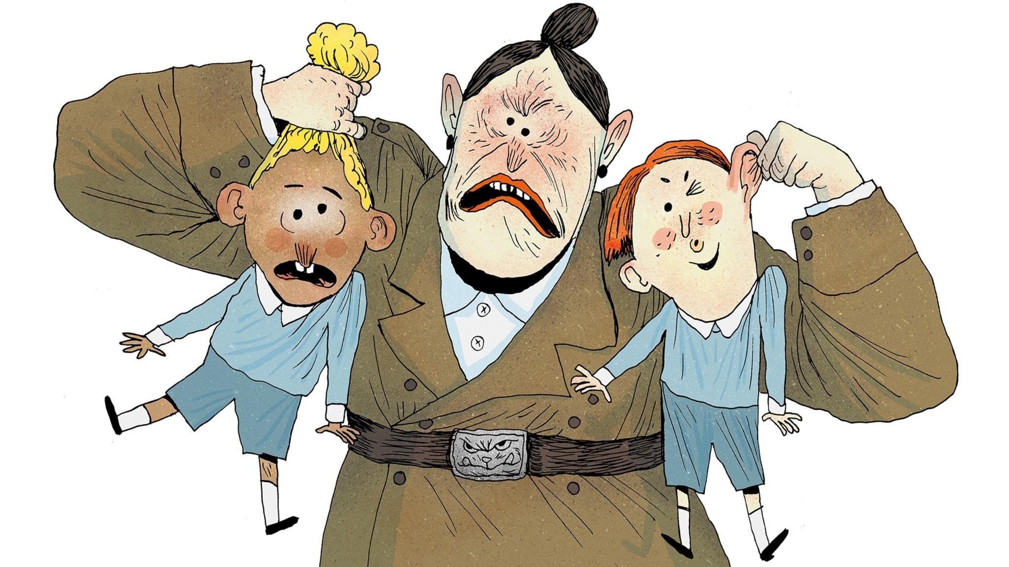 Fröken Domderasson lyfter en pojke i håret och en annan i örat. Bild: Erik Svetoft
