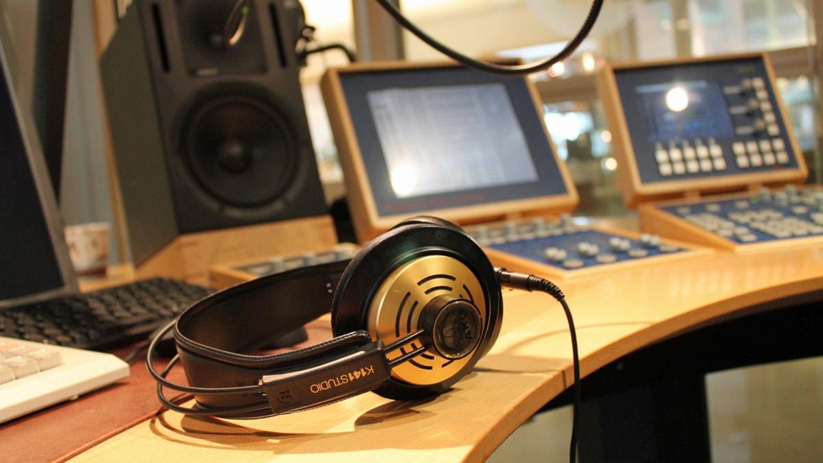 Guldhörlurar i studio 3. Foto: Malin Ulfhager/Sveriges Radio