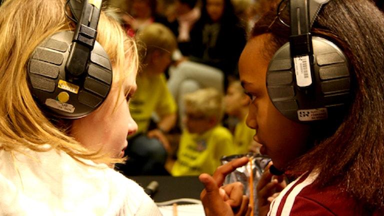 Vi i femman, tävlande funderar. Foto: Matilda Ruta / Sveriges radio