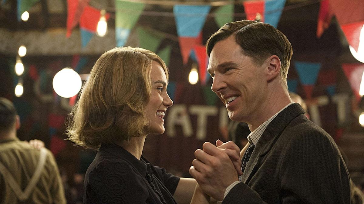 Keira Knightley och Benedict Cumberbatch i The Imitation Game. Foto: Jack English © 2014 The Weinstein Company.