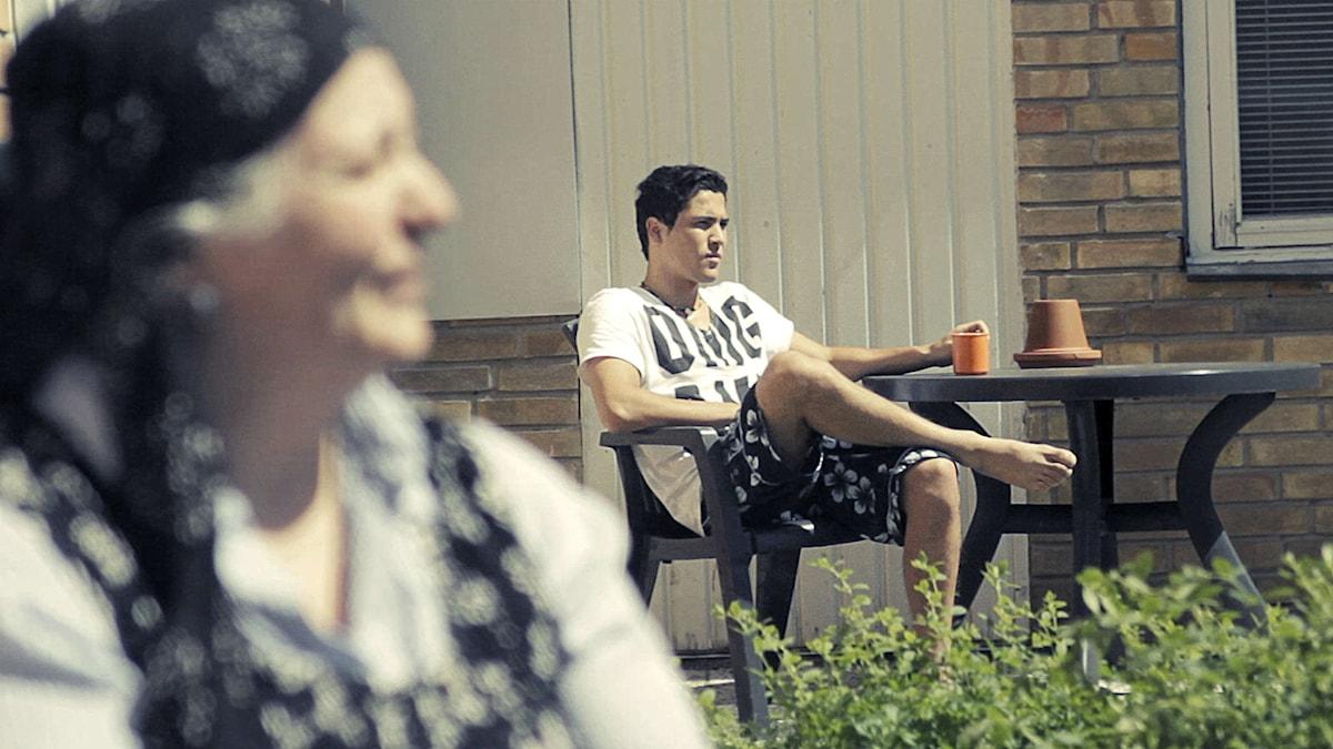 Aina och Sami på förvaret i Flen i Anna Perssons och Shaon Chakrabortys dokumentär Förvaret. Foto: Folkets bio
