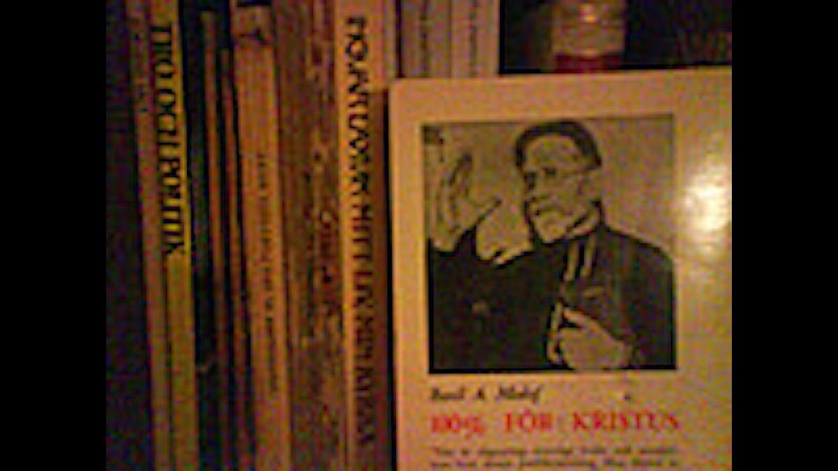 Kristendomsböcker, dränkta i champagne. Foto: Måns Mosesson