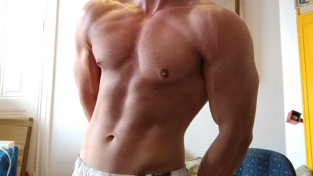 Adde, 25 –den knarkande nakenmodellen