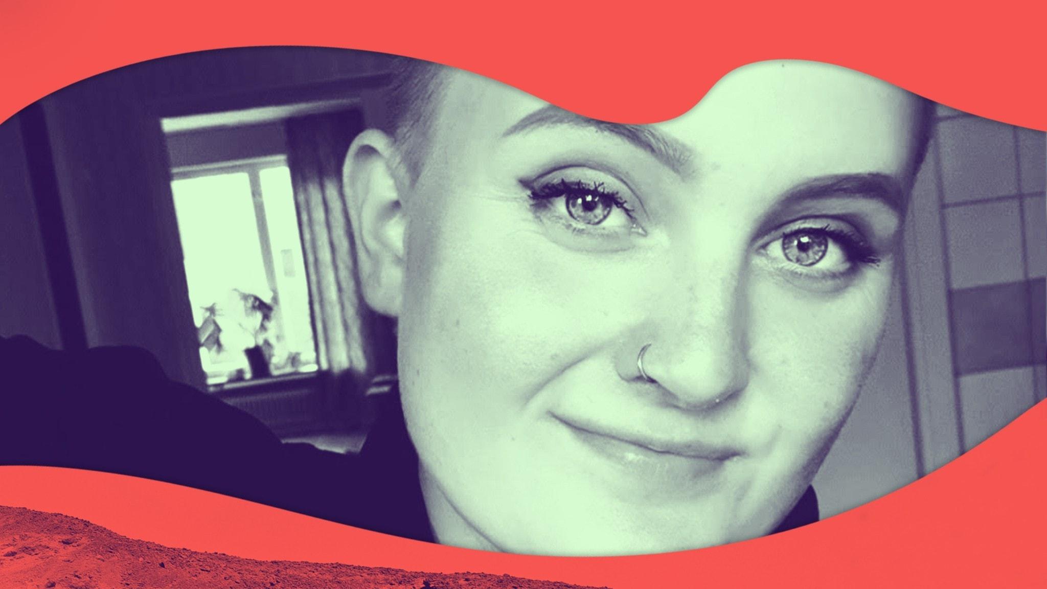 Johanna i rakat hår. Bild tagen framifrån.