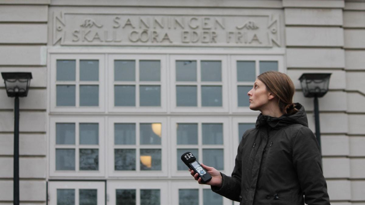 Sigrid Edsenius utanför Kalmar allmänna Läroverk Foto Nick Näslund
