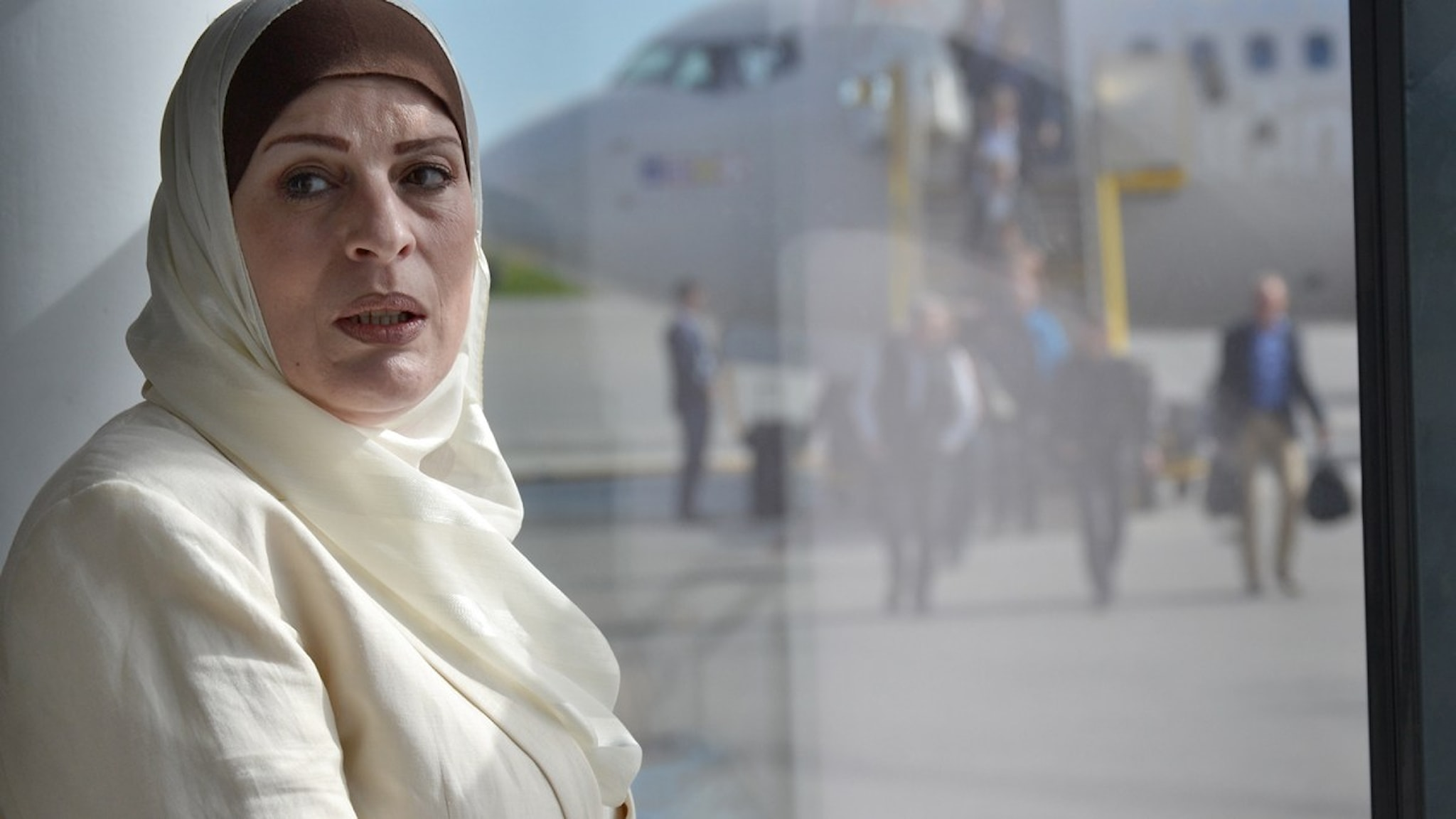 Soha Arifi på flygplatsen. Foto: Olov Antonsson/Sveriges Radio