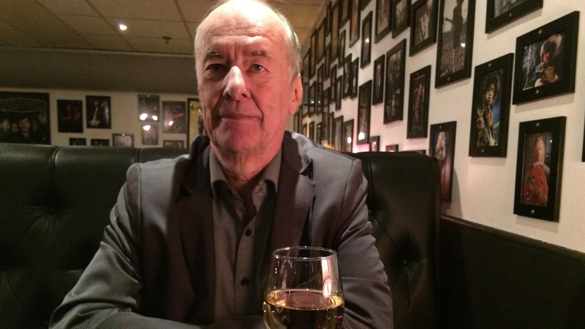 Ett liv är kort - om artisten Kjell Höglund