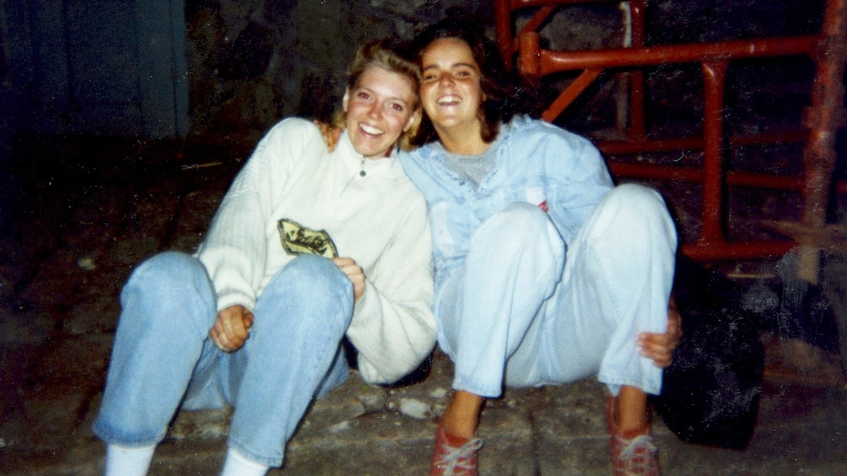 Pernilla och Helena som unga vuxna.