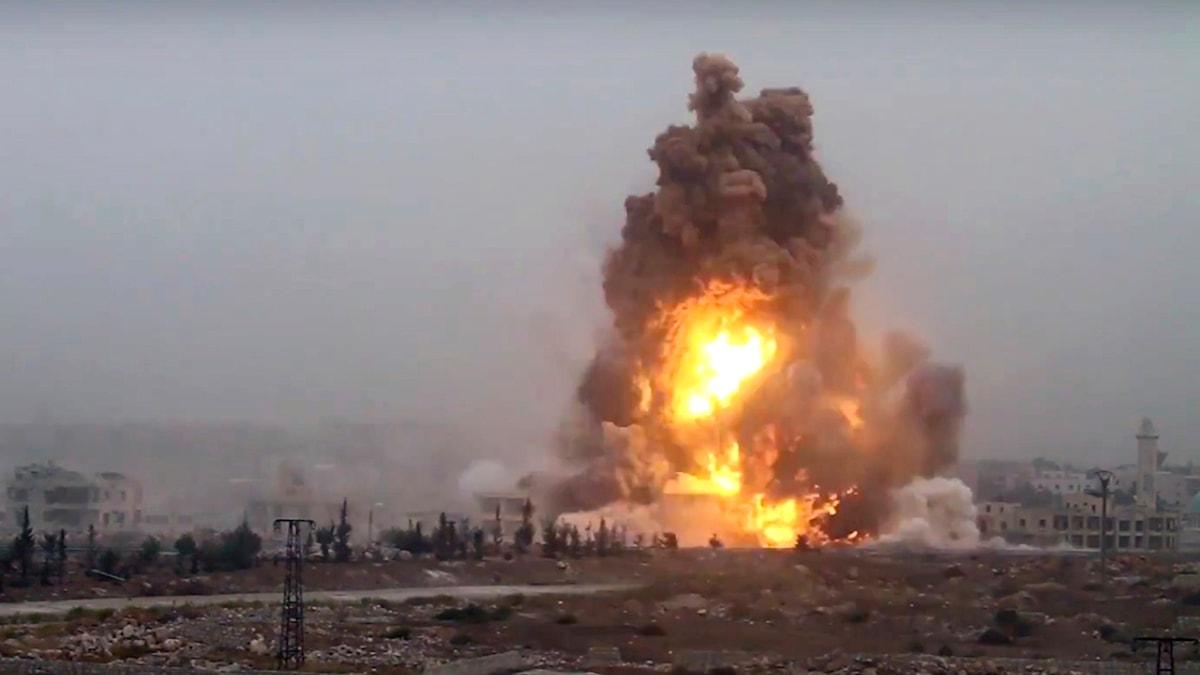 Bombatack utanför Aleppo.