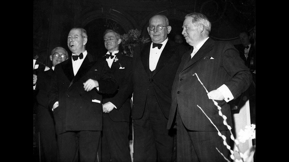 Fyra vd:ar på Radiotjänsts 25-årsjubileum 1950: Anders Dymling (1936-42), Elof Ehnmark (1950-55). Gustav Reuterswärd (1925-35) och Yngve Hugo (1942-50). Foto: SVT Bild