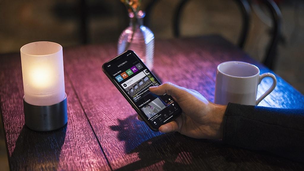 Sveriges Radios app syns på en mobiltelefon