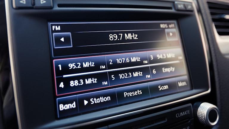 En bilradio med stor display