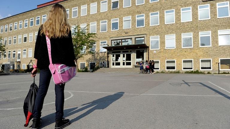 skolgård flicka