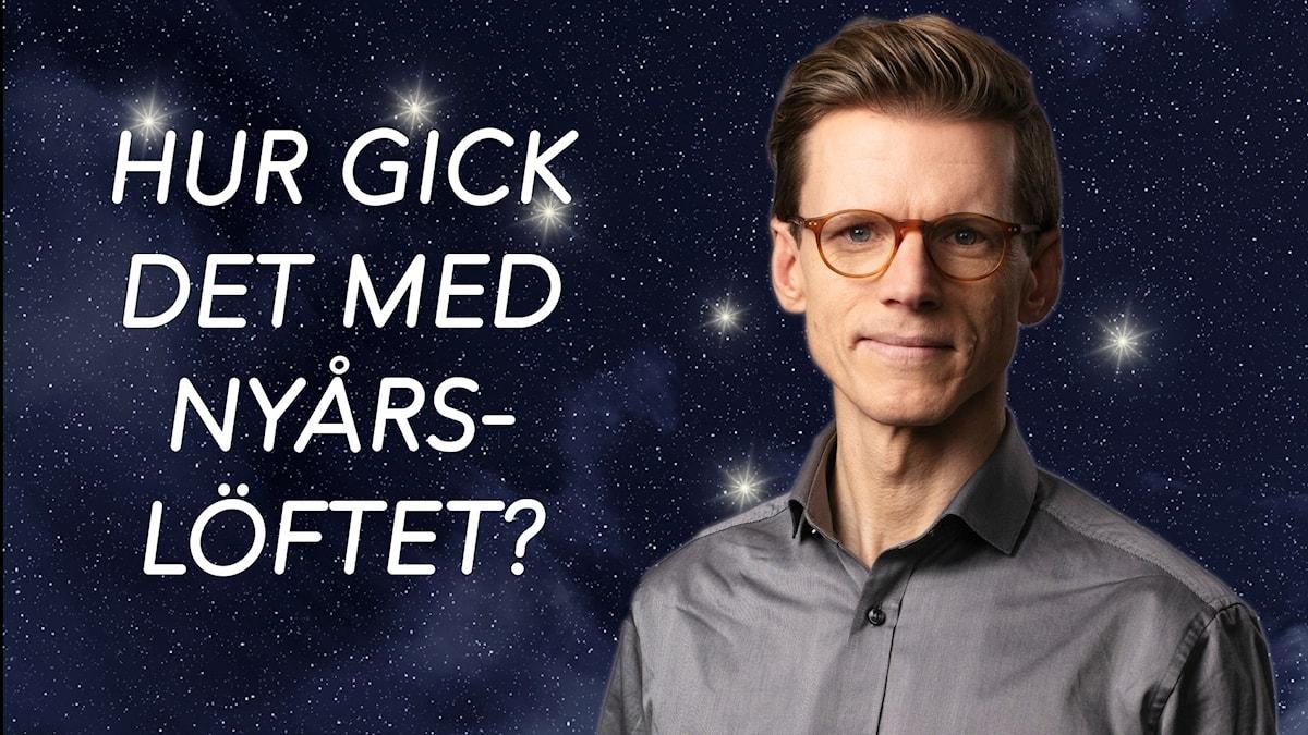 """Porträttbild på programledaren Johan Signert med stjärnhimmel i bakgrunden. Texten """"Hur gick det med nyårslöftet?"""" bredvid."""