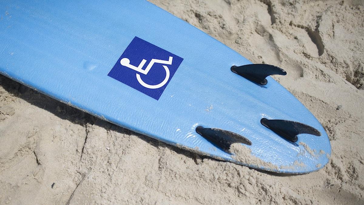 Surfbräda på en strand i Rio de Janeiro. Foto: AP Photo/Felipe Dana/TT