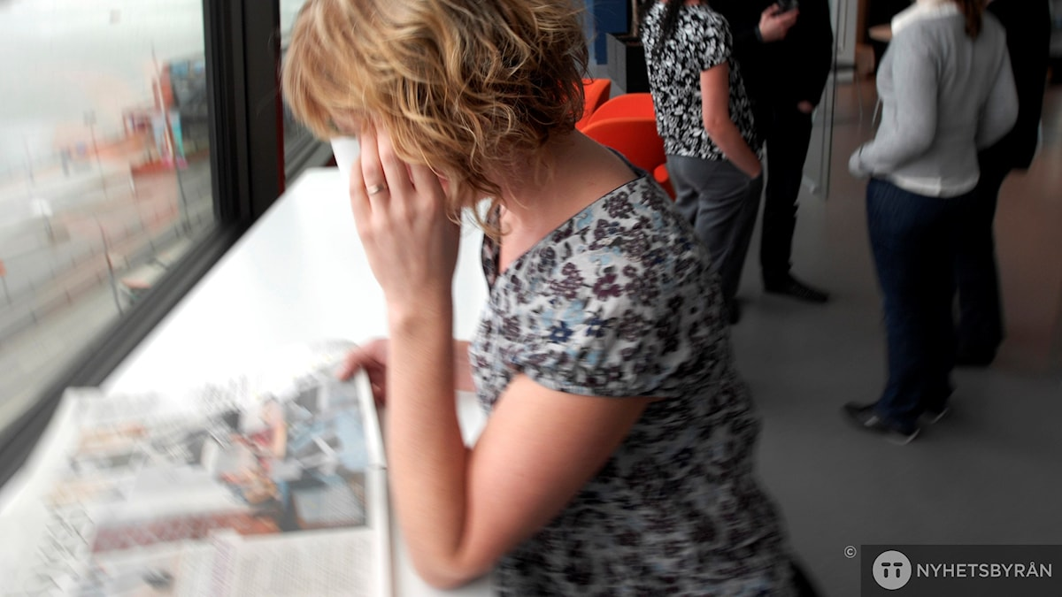 kvinna, tidning, fikarum