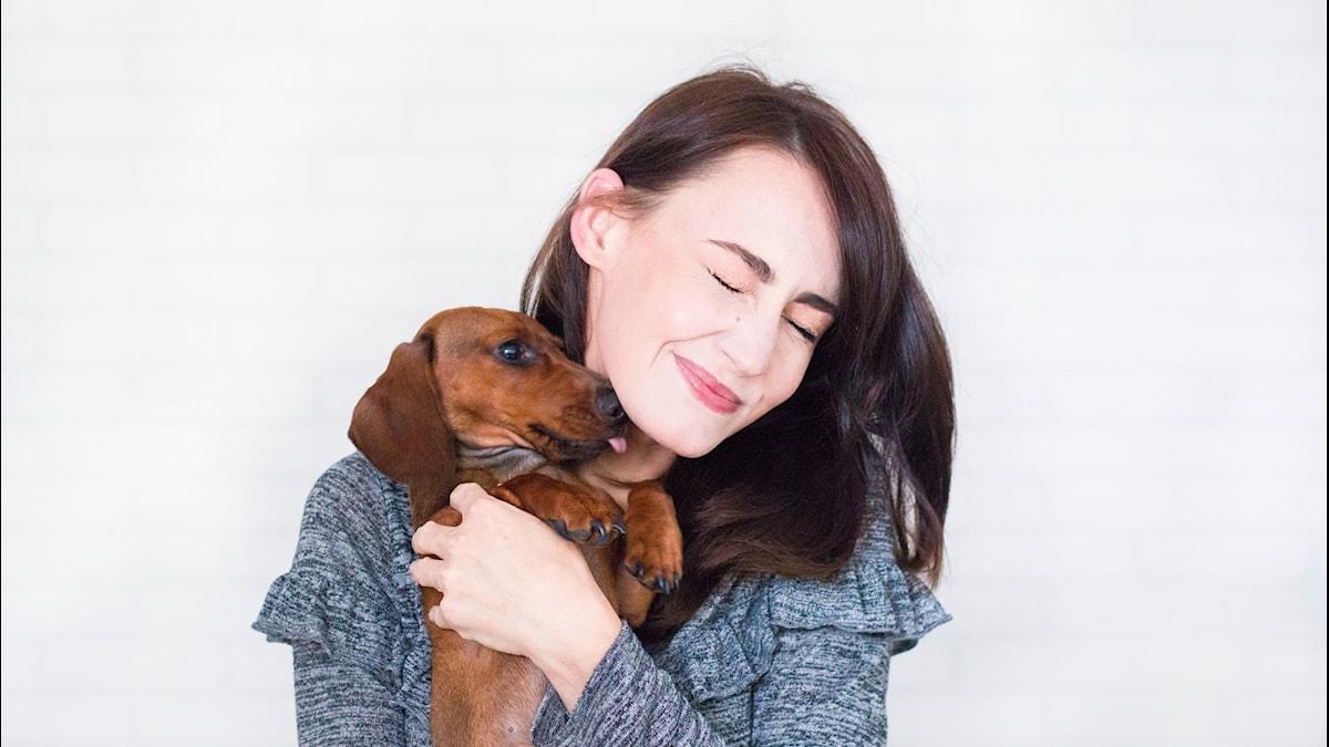 affection-animal-brunette-1139793