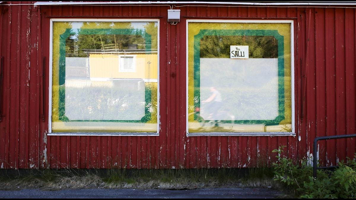 Övergiven lanthandel till salu i Kalix kommun i Norrbotten. Foto: Helena Landstedt / TT